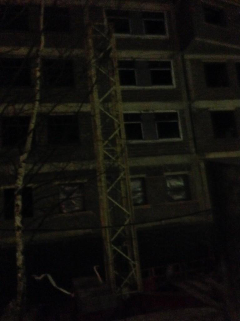 Корневая секция башенного крана Terex Comedill CTT91 на финальной стадии демонтажа