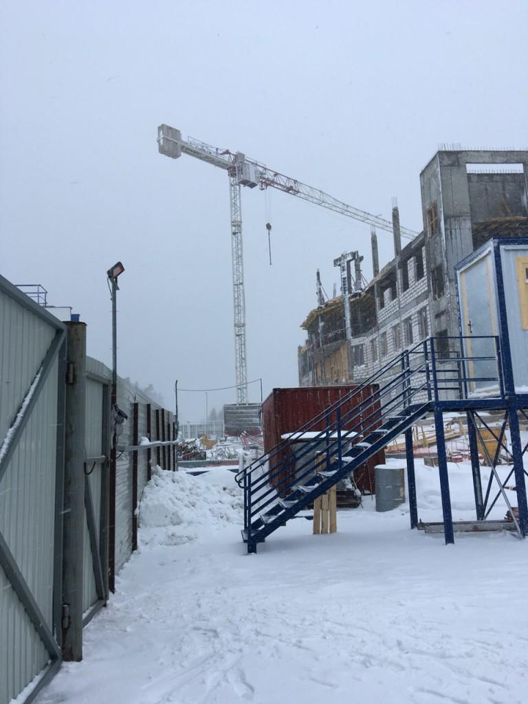Башенный кран Terex Comedil CTT91 на строительном объекте в  Приморском торговом порту.