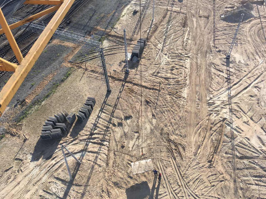 Вид на строительную площадку со стрелы башенного крана